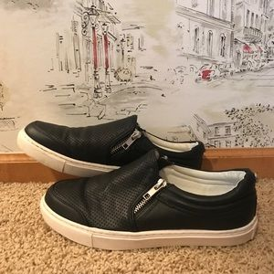 Steve Madden black zipper loafers